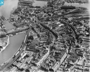 Aerial view from the 1930s centering on Castle and Wind Street