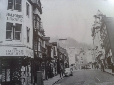 Union Street Swansea, No10 Pub second on the left