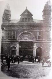 market entrance oxford street 1897